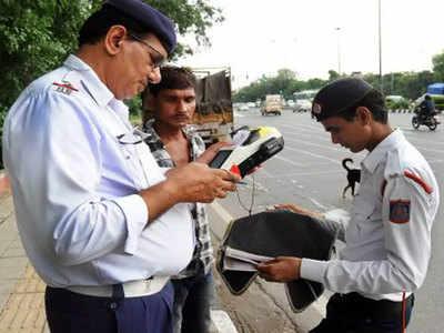 दिल्ली में ट्रैफिक चालानों को कम करने पर विचार