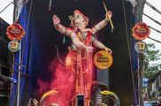 मुंबई में गणपति विसर्जन का अद्भुत नजारा देखना चाहते हैं...