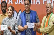 एएसआई पद से स्वीकार हुआ पहलवान बबिता फोगाट का इस्तीफा, ...