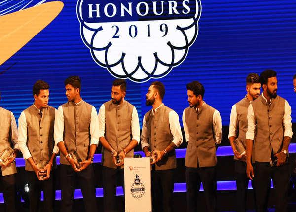 कार्यक्रम में पूरी टीम इंडिया