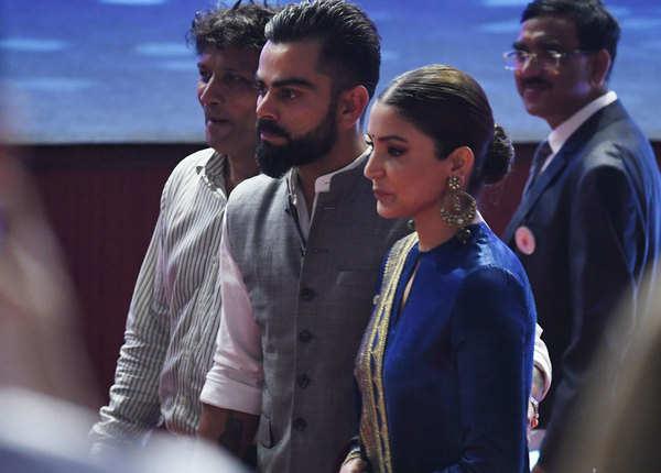 अनुष्का शर्मा भी साथ