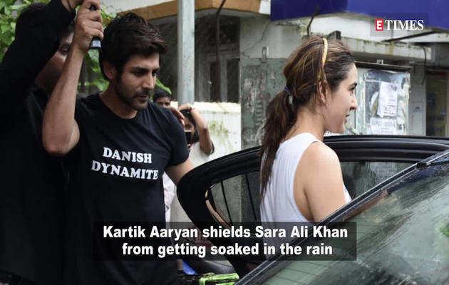 सारा के लिए कार्तिक ने पकड़ा छाता तो रणबीर से मिलने पहुंचीं आलिया