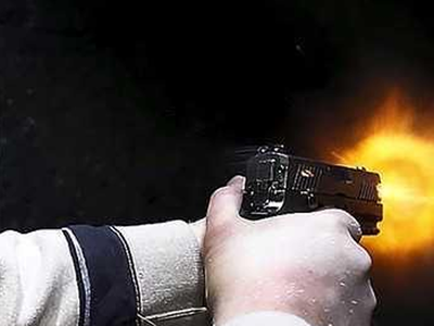 पति-पत्नी की लड़ाई के बीच आई, महिला को मार दी गई गोली