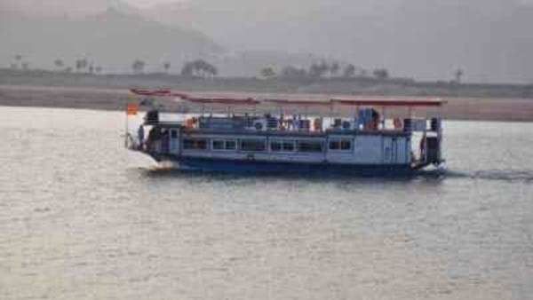 watch video boat before accident in godavari river