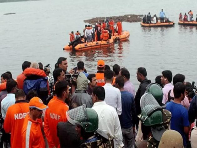 फाइल फोटो: गोदावरी नदी में चलाया जा रहा राहत और बचाव