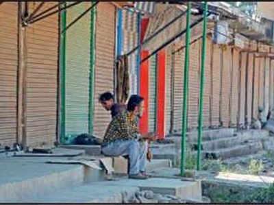 शनिवार को श्रीनगर में बंद रही दुकानें