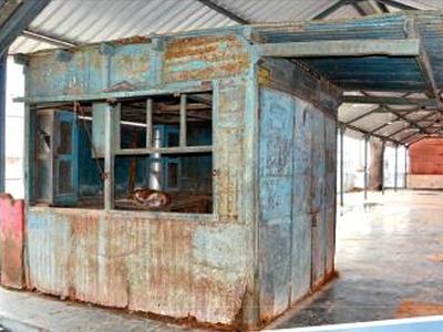 वडनगर स्टेशन की इसी दुकान पर पीएम मोदी ने बेची थी चाय