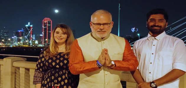 'हाउडी मोदी' कार्यक्रम से पहले डलास में पीएम मोदी के फैन्स ने दिया विशेष संदेश