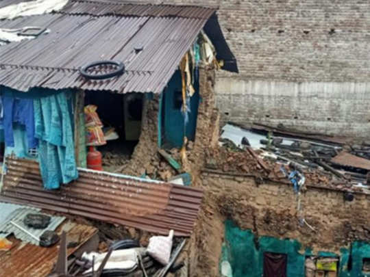 wall-collapsed-in-buldana-3