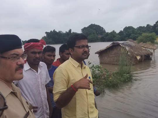 डीएम-एसपी ने किया गांवों का दौरा