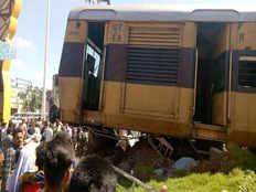 जसीडीह स्टेशन पर लोकल ट्रेन बफर से टकराई, बड़ा हादसा टला