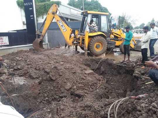 जलवाहिनी दुरुस्तीमुळे बीएसएनएलच्या केबल तुटल्या