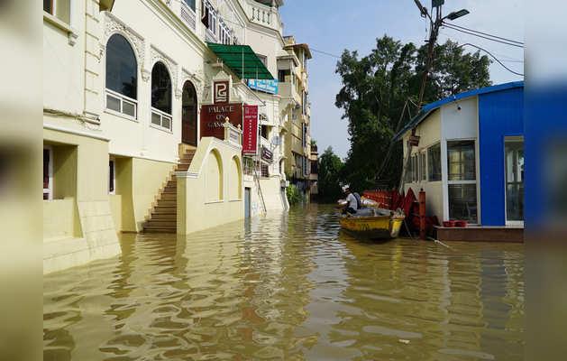 कई नए इलाकों में पहुंचा बारिश का पानी