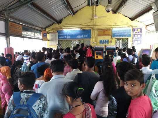 आंबिवली स्थानकात गर्दी