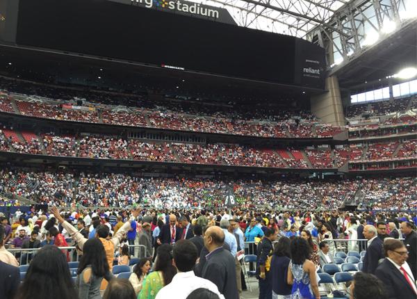 दर्शकों से भर गया एनआरजी स्टेडियम