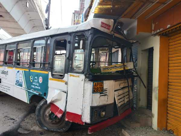 rtc bus accident in ameerpet