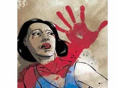 பெண் அதிகாரிக்கு முத்தம் கொடுத்த 19 வயது வாலிபர்.! சிசிடிவியால் சிறை.. 3