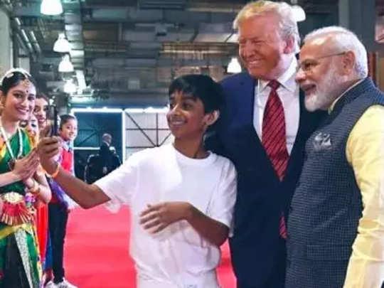 boy-selfie-with-Modi-And-tr