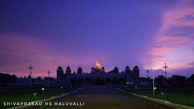 ಸಂಜೆಯ ಕೆಂಪಾಗಸ- ಮೈಸೂರು ಅರಮನೆ!