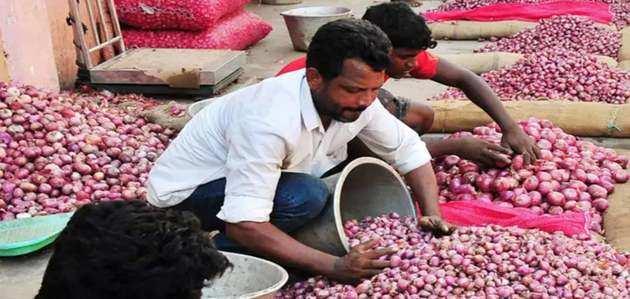 दिल्ली में रुला रहे प्याज के दाम, केजरीवाल ने दिया राहत का आश्वासन