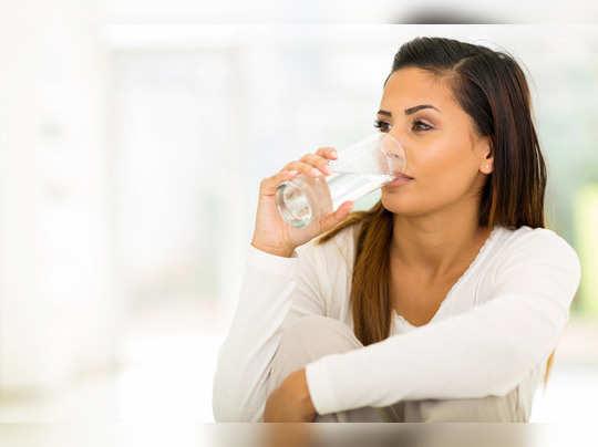 पाणी प्या, कॅलरीज घटवा!