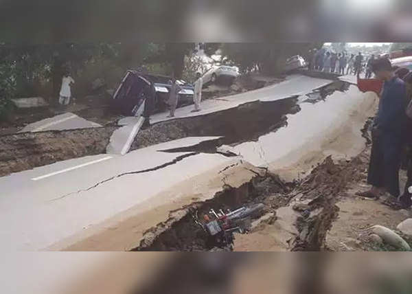 नहर किनारे बसे 20 हजार लोगों पर संकट