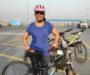 साइकल से रोज झोले बांटती हैं नमिता, ताकि बंद हो पॉलिथीन