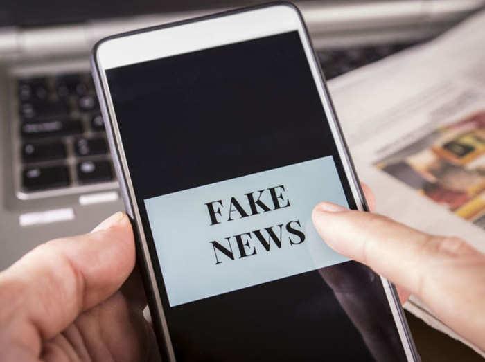 सोशल मीडिया पर झूठी खबरों को ऐसे रोक रही दुनिया