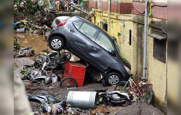 पुणे में बारिश ने काफी तबाही मचाई है