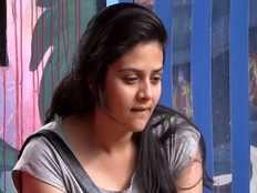 bigg boss contestant himaja shocking allegations on sreemukhi