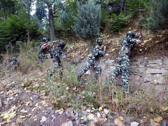 चार दहशतवाद्यांना काश्मीरमध्ये कंठस्नान