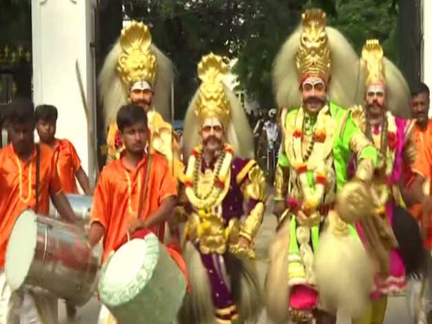 सांस्कृतिक कार्यक्रमों के साथ शुरू हुआ मैसूर का दशहरा उत्सव
