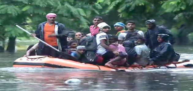 बिहार में भारी बारिश और बाढ़ से अब तक 17 लोग मरे, रेड अलर्ट जारी