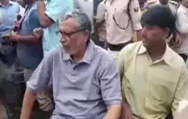 बिहार आपदा: अपने आवास पर फंसे उप-मुख्यमंत्री को NDRF टीम ने बचाया