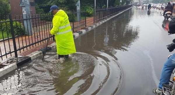 watch heavy rains lashes hyderabad