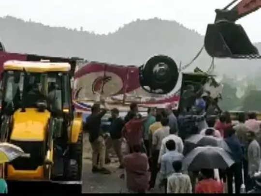 गुजरात: देवदर्शनाहून परतणाऱ्या बसला अपघात; २१ ठार, ५० जखमी