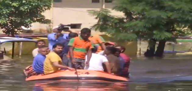 बिहार: पटना के राजेंद्र नगर में फंसे हुए लोगों को बचाया गया
