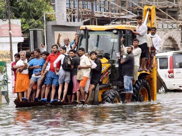 बिहार में बाढ़ से हालात खराब