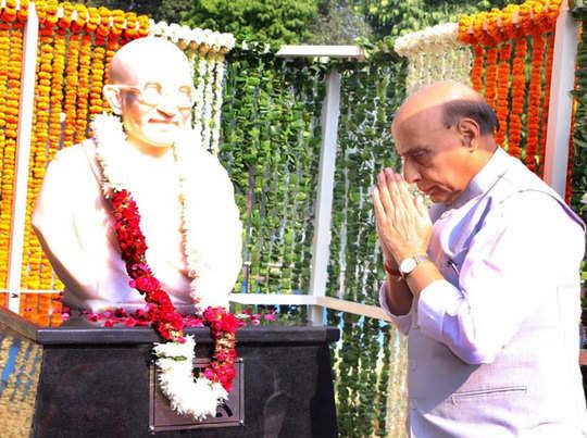 Rajnath-Singh-Bapu-statue