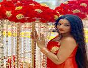 रेड साड़ी में दिखा मोनालिसा का हॉट और सेक्सी अवतार