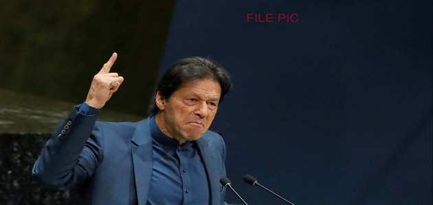 इमरान खान का अजीबोगरीब ट्वीट, पाकिस्तानियों से नियंत्रण रेखा पार न करने की अपील की