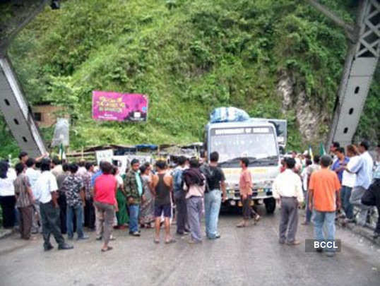 Tourists in problem as Bandh observed at Darjeeling