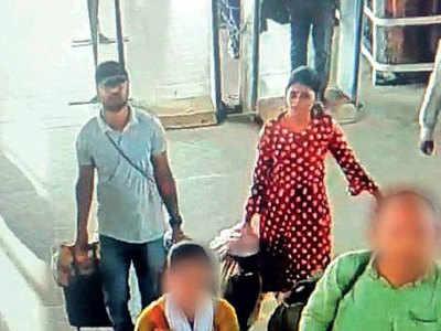 सीसीटीवी फुटेज में रेलवे स्टेशन पर दिखे कपल