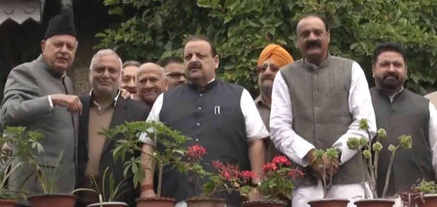 आर्टिकल 370 हटाने के बाद नजरबंद फारूक अब्दुल्ला पहली बार पार्टी नेताओं से मिले