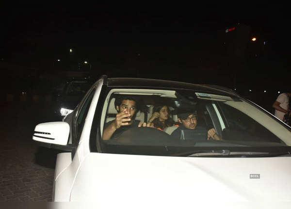 एक ही कार में दिखे जाह्नवी-ईशान
