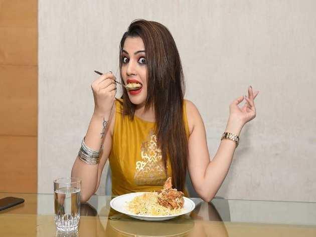 chicken good or bad: பிராய்லர் கோழி ஆபத்து என்றாலும் தொடர்ந்து சாப்பிடுவது  ஏன்?