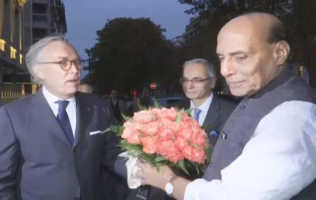 राजनाथ सिंह फ्रांस पहुंचे, राफेल दिया जाएगा भारत को