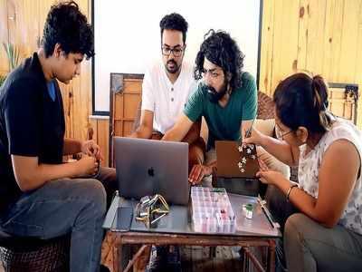 तीनों मेकर्स की जोड़ी हर महीने के शनिवार को बेंगलुरु के एक कैफे में मिलती है