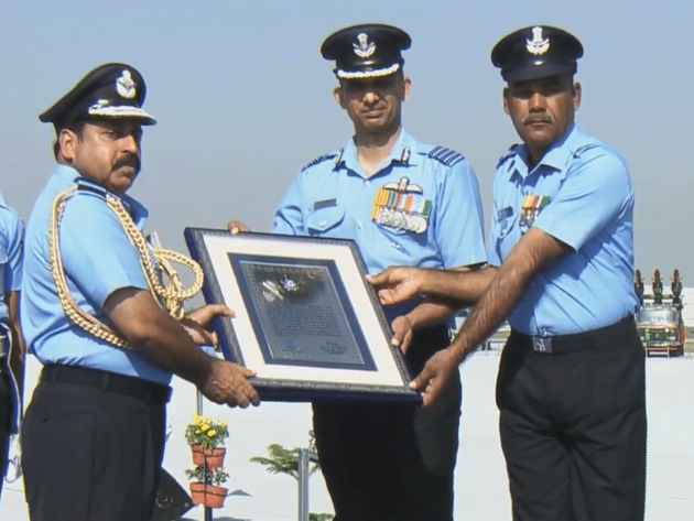 बालाकोट एयरस्ट्राइक के पायलटों को सम्मान