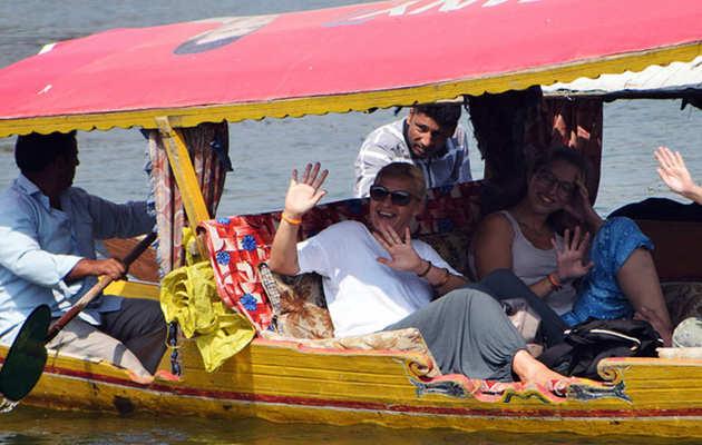 जम्मू-कश्मीर: राज्यपाल ने पर्यटकों को दी गई सलाह को हटाने का दिया निर्देश